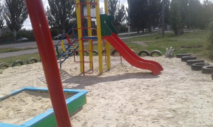 У Запорізькій області вандали руйнують дитячі майданчики (фото)