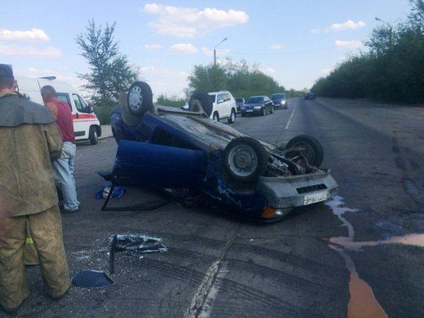 В Запорожской области в результате ДТП авто перевернулось на крышу: пострадала пассажирка (Фото)