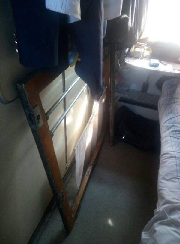 «Укрзализныця» ответила, почему на женщину упала оконная рама: запорожский адвокат высмеял заявление транспортного предприятия (Фото)