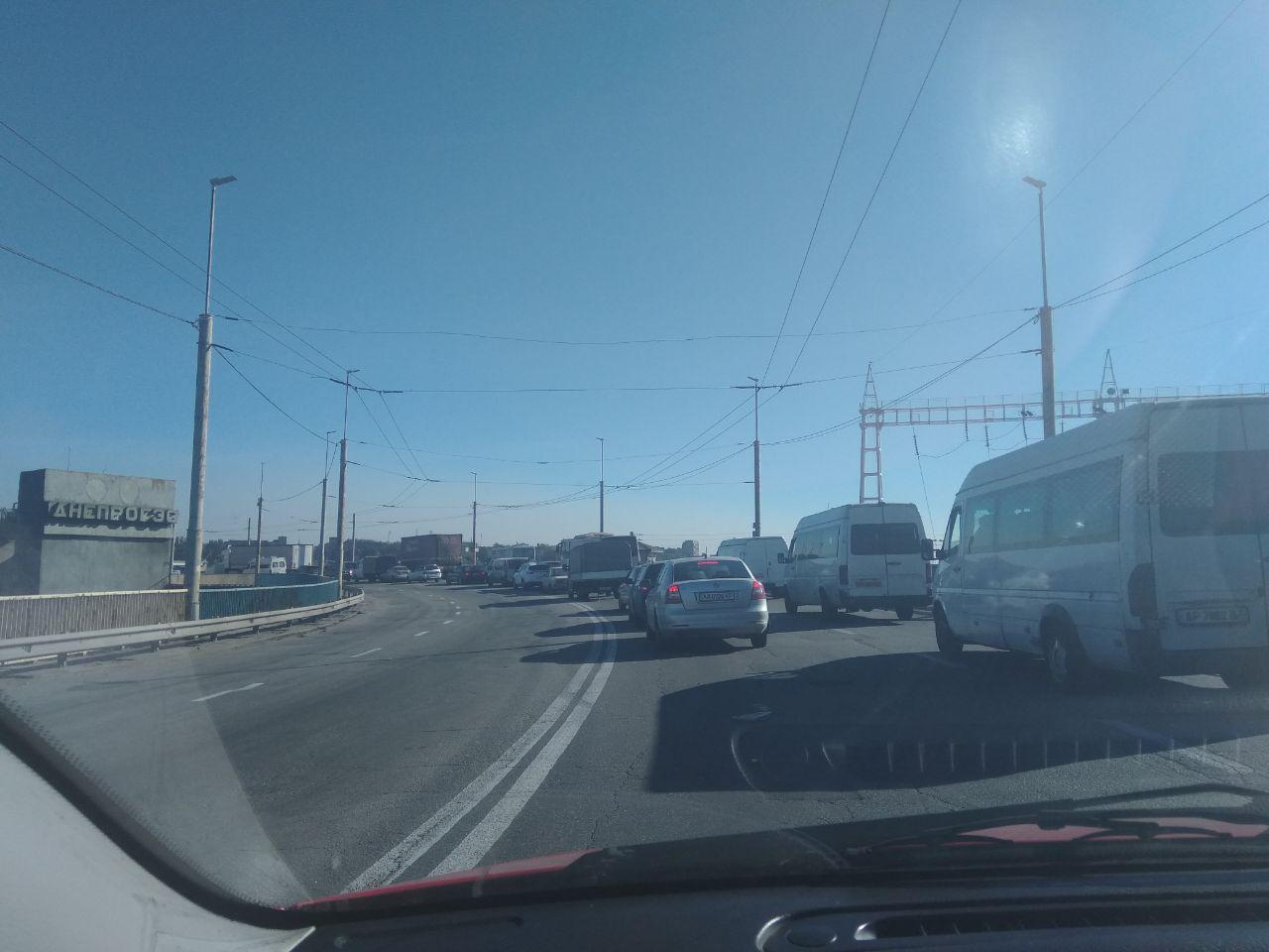 У Запоріжжі знову ускладнений рух на ДніпроГЕСі
