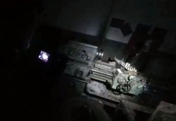 Экстремалы из Запорожской области  проникли на территорию заброшенного завода и обнаружили рабочие станки (Видео)