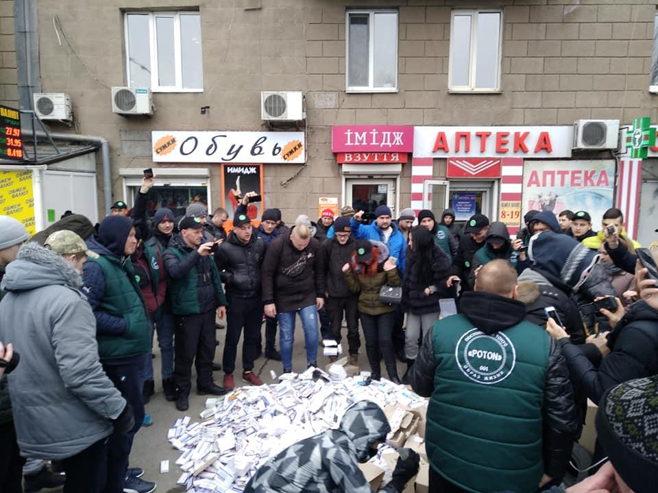 Запорожские борцы с наркотиками назначили «похороны» наркоаптеки (Видео)