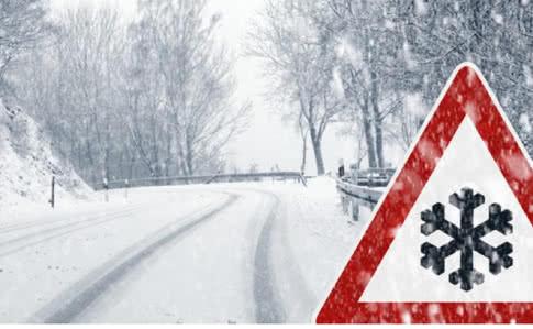 Снежный циклон в Запорожской области: полиция ограничила движение, спасатели освободили 11 автомобилей и более 20 человек (Фото)