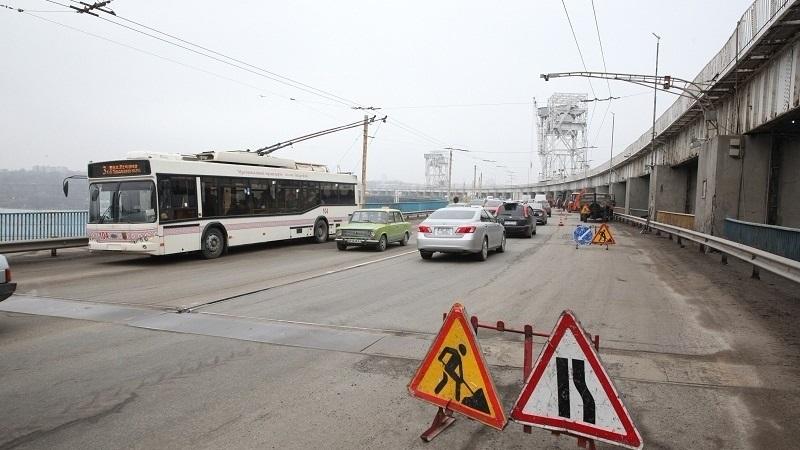 В Запорожье по плотине движение грузовиков будет полностью закрыто, на мостах — с 7 до 21