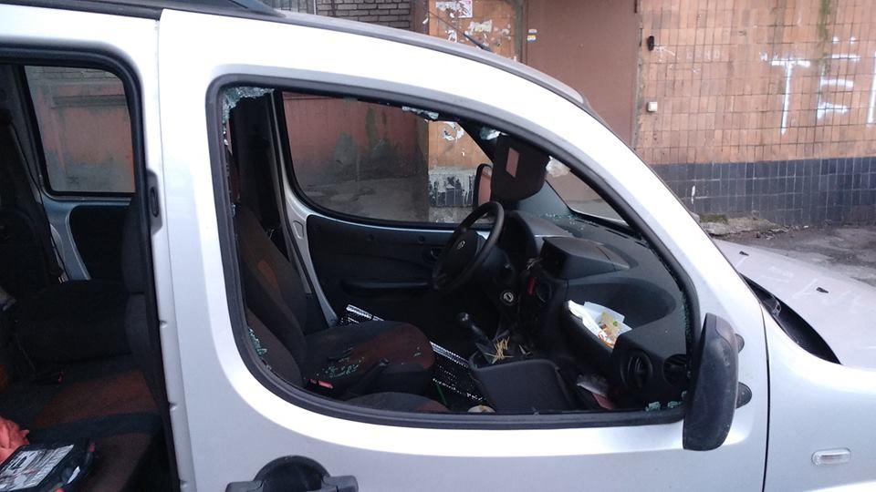 В полиции прокомментировали инцидент с автомобилем запорожского активиста (Фото)