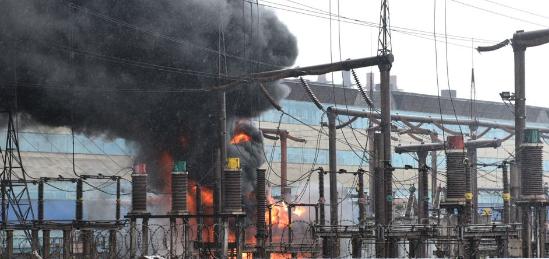 В районе Запорожского ферросплавного завода  произошел пожар (Видео)