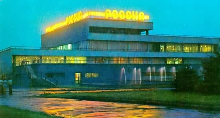 Ресторан «Россия» в Запорожье превратился в свалку (Фото)