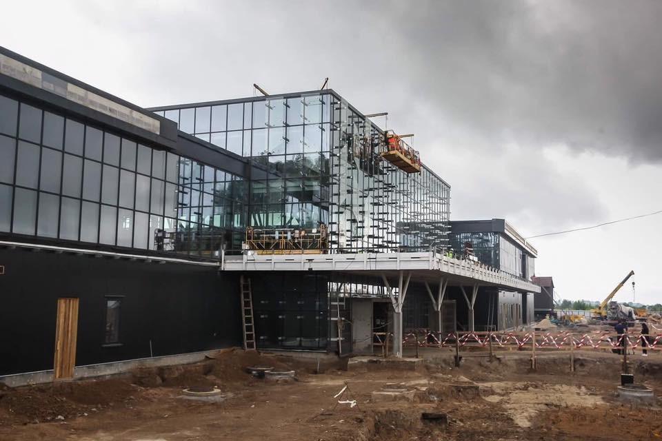 Міжнародний аеропорт «Запоріжжя» та SkyUp Airlines зацікавлені у поглибленні співпраці: оновлення терміналу триває (Фото)