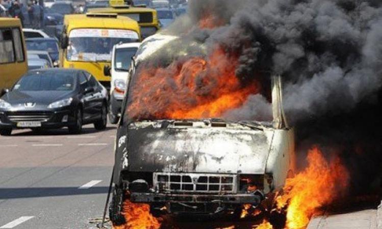 По дороге в Запорожье пассажирская маршрутка «потеряла» колесо и загорелась