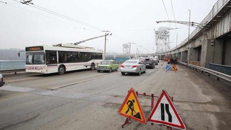 Через ремонт на греблі ДніпроГЕС обмежать рух вантажівок