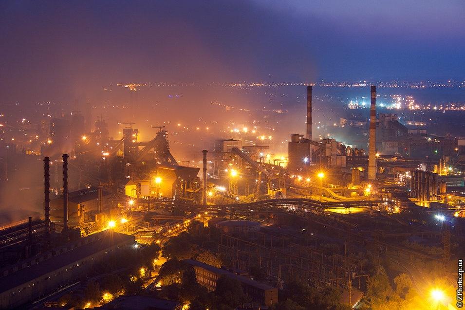 Сотрудники запорожского завода вышли на акцию протеста