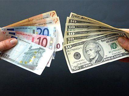 Почему растет евро и что будет с курсом доллара в Украине