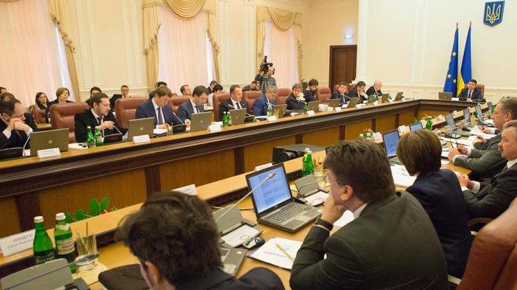 Кабмин сократит более 8 тыс. чиновников в ходе реформы госуправления