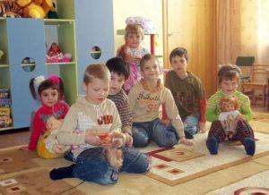 Украинцы стали вдвое меньше усыновлять детей