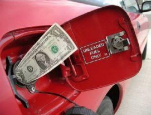 На АЗС дефицитный автогаз продолжает дешеветь, но на бензин и дизтопливо цены поднимаются