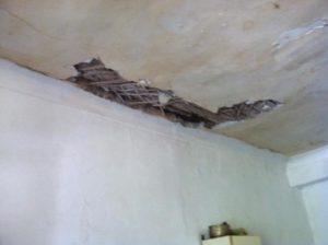 В запорожском общежитии обвалилися потолок