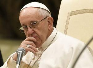 Папа Римский разбил себе голову в Колумбии