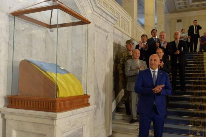 Верховная Рада потратила 1,3 миллиона на флаг