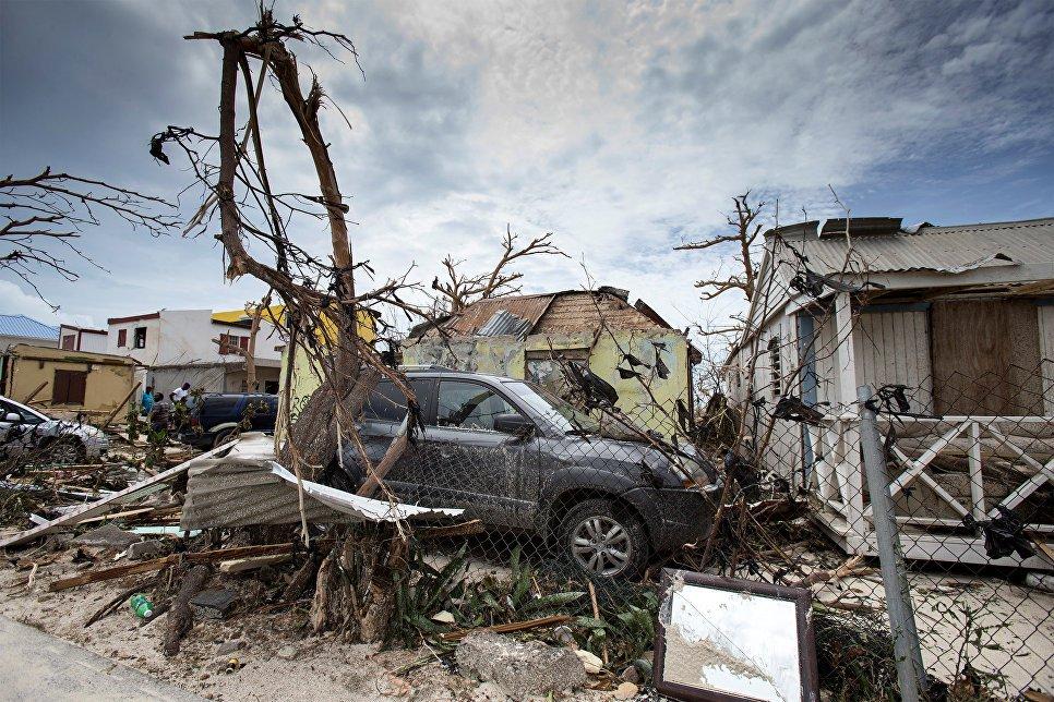 В терпящей бедствие от урагана «Ирма» Флориде началось мародерство