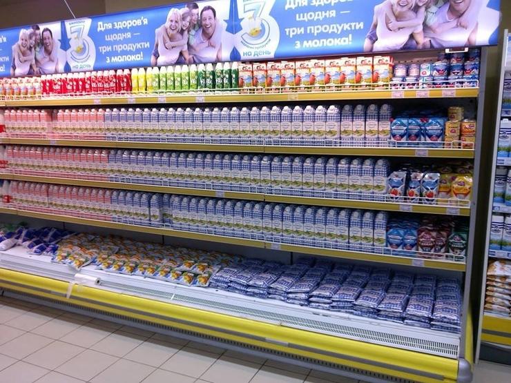 Вместо молока украинцам продают «белую субстанцию»