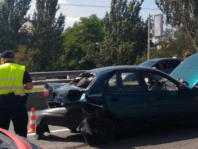 На запорожской на дамбе BMW протаранил Lanos (ФОТО)