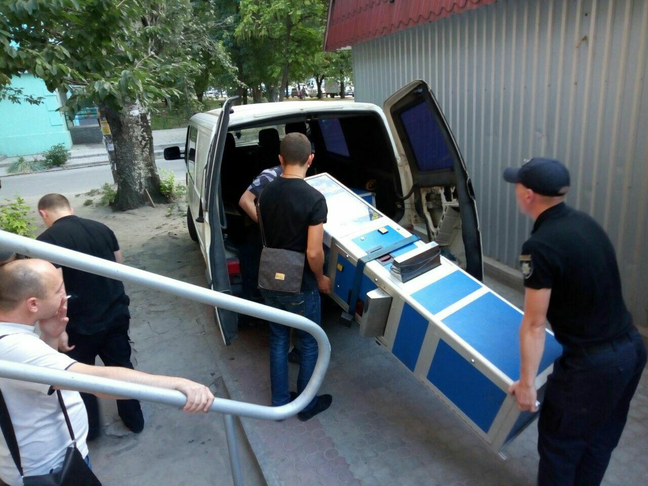 Бдительные запорожцы сообщили полиции про игровые автоматы в кафе