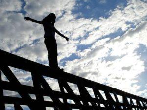 В Запорожье прохожие спасли женщину, пытавшуюся покончить с собой