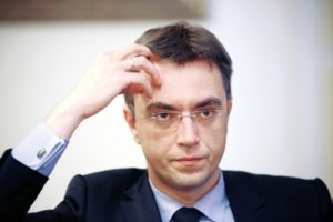 Омелян осудил «неуправляемую» Укрзализныцю за блокирование Саакашвили