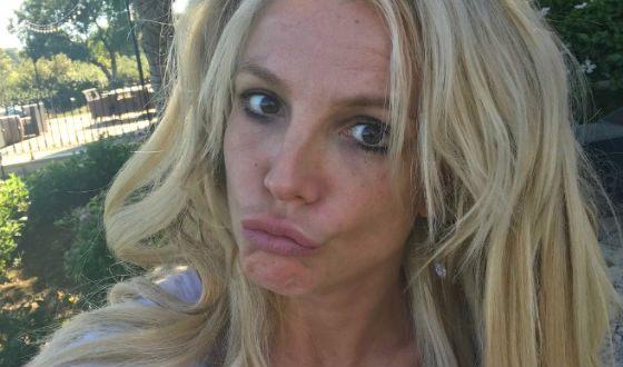 Американская певица Бритни Спирсудивила всех  селфи без макияжа