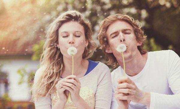 Как брак и близкие друзья могут защитить от слабоумия