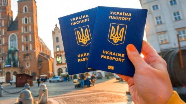 Безвиз для украинцев может стать платным с 2020 года