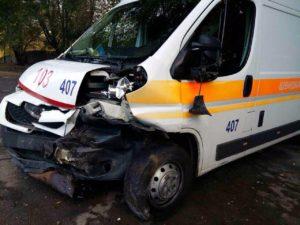 В Запорожье пьяный водитель протаранил единственный детский реанимобиль