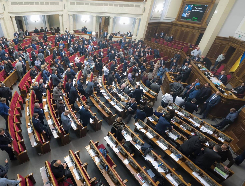 Нардеп Левченко бросил в Верховной Раде дымовую шашку