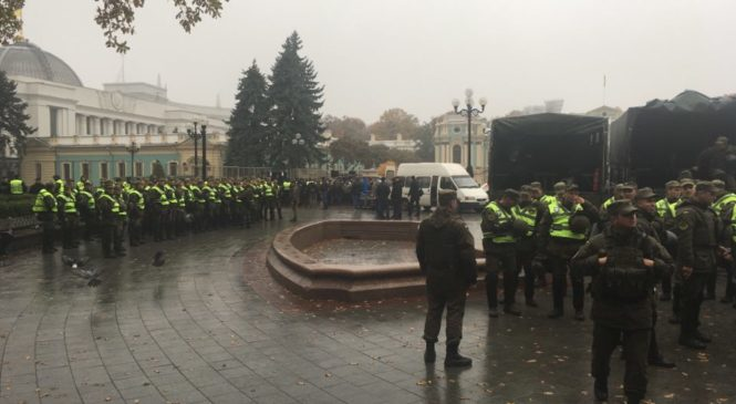 Спецназ и пушки. Власти усиливают охрану центра Киева