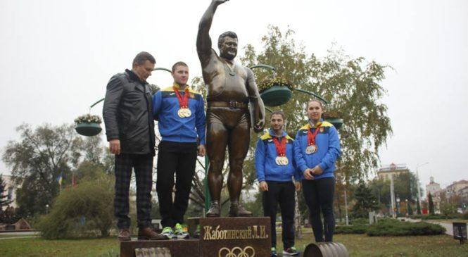 В центре Запорожья открыли памятник Леониду Жаботинскому, – ФОТОРЕПОРТАЖ