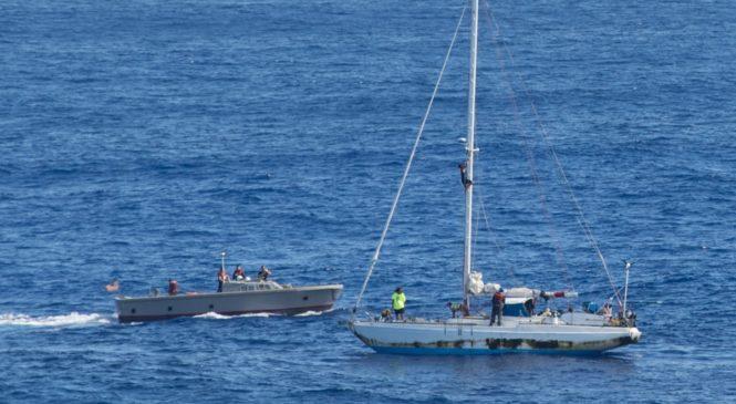 В Тихом океане спасли двух женщин дрейфовавших на яхте 5 месяцев