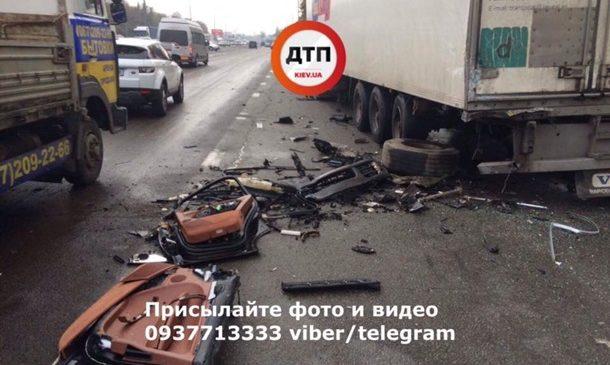 В Киеве Porsche протаранил четыре авто