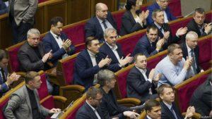 Депутаты Верховной Рады хотят поднять себе зарплаты до 30 тысяч гривен