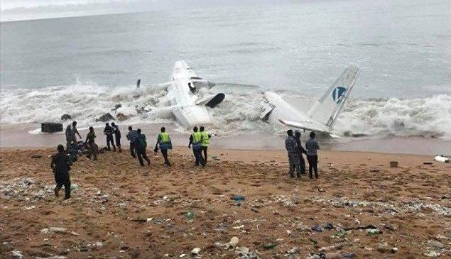 Грузовой самолет упал в море возле берегов Африки