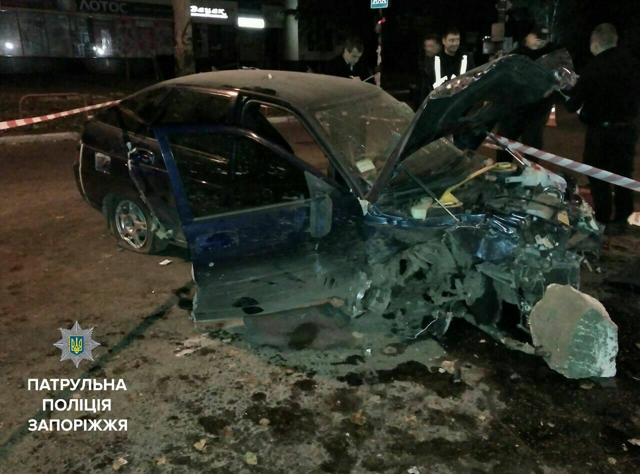 В Запорожье пьяный сотрудник СТО разбил три авто