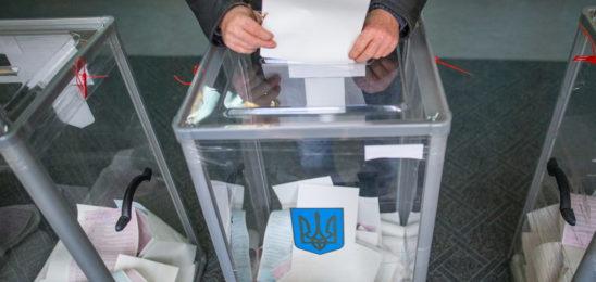 Опрос: В Верховную Раду проходят 7 партий