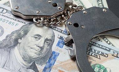 Главу департамента Нацбанка обвиняют во взяточничестве