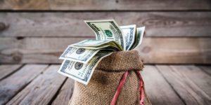 Украинцы наращивают депозиты в гривне, а бизнес — в валюте