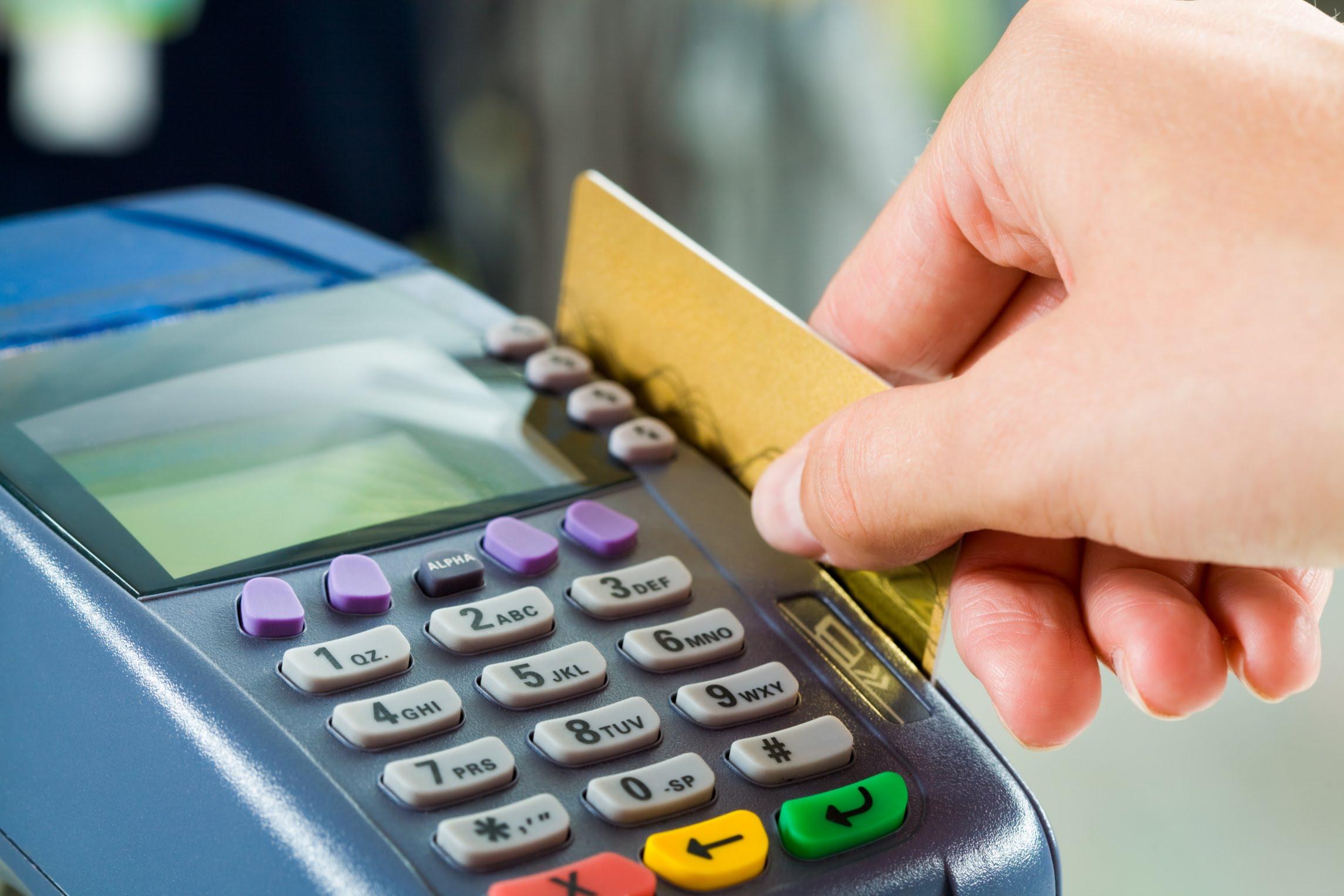 Украинские банки начали блокировать карты клиентов за долги по услугам ЖКХ