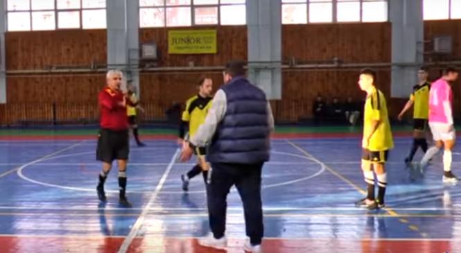 В Харькове тренер отправил в нокаут судью во время матча по футзалу