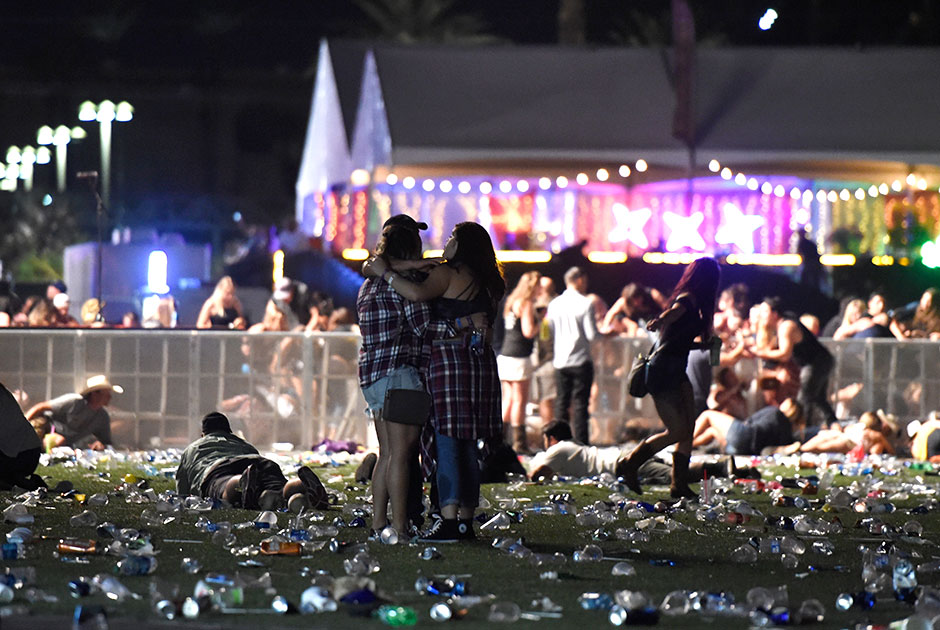 Страх и ненависть в Лас-Вегасе. Количество жертв самого кровавого расстрела в истории США достигло 59