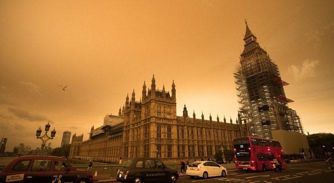 Марсианское небо: Англию накрыли пески из Сахары