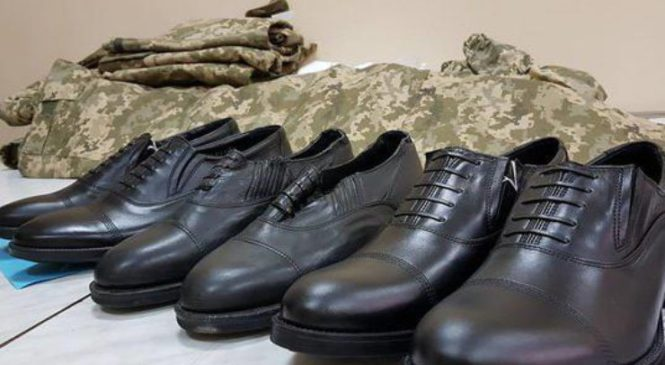 «Любимчики Минобороны»: стало известно о миллионных схемах на обуви для украинских военных