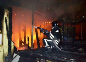 В Запорожье горела хозяйственная постройка: службе спасения удалось ликвидировать пожар