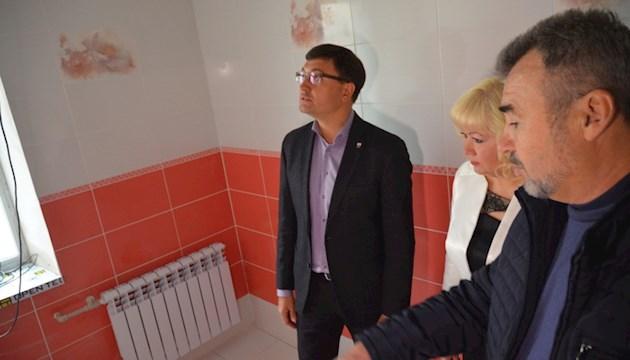 В Мариуполе туалет на миллион шокировал школьников